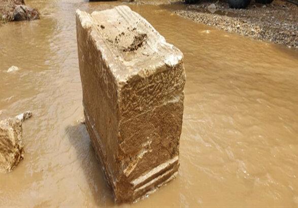 کشف کتیبه 400 ساله در روستای گلابر