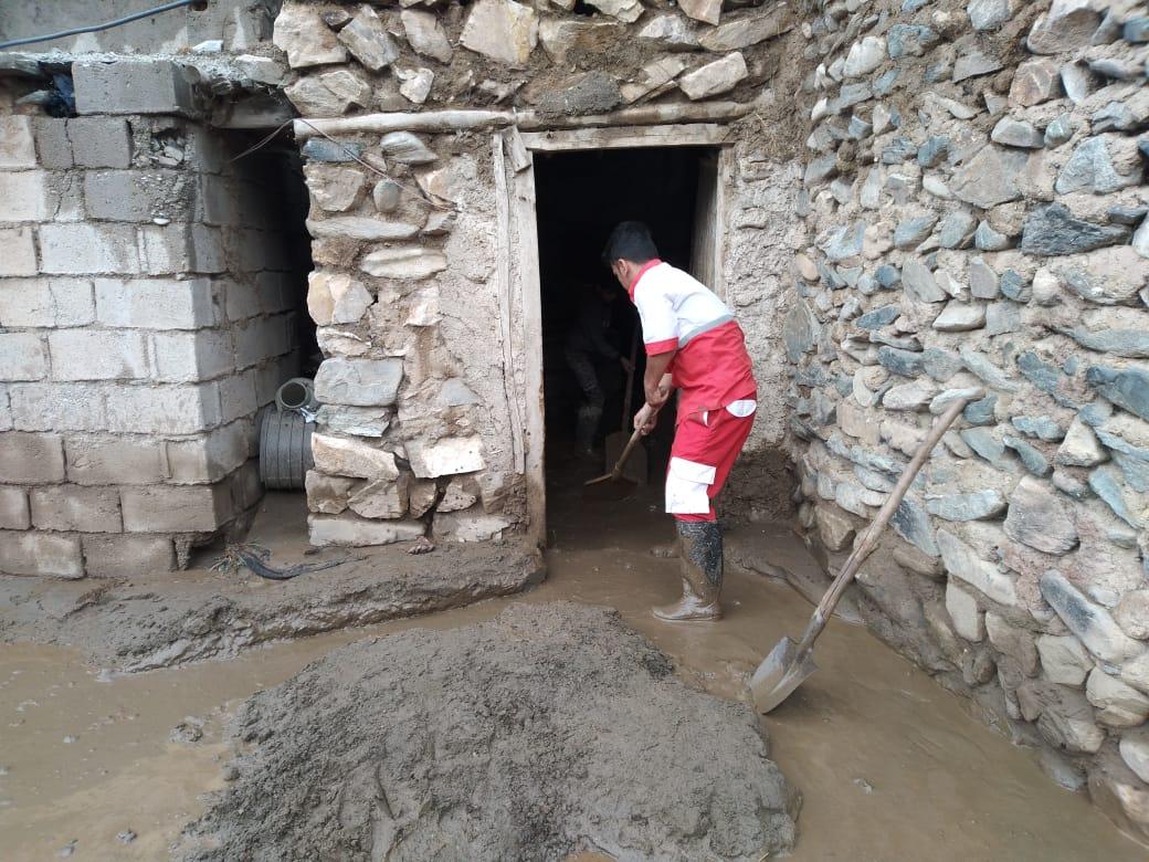 امدادرسانی هلال احمر به حادثه دیدگان سیلاب و آبگرفتگی
